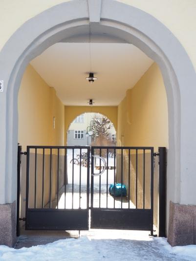 gate away