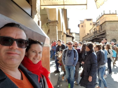 crowds on Ponte Vecchio