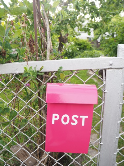 pink post
